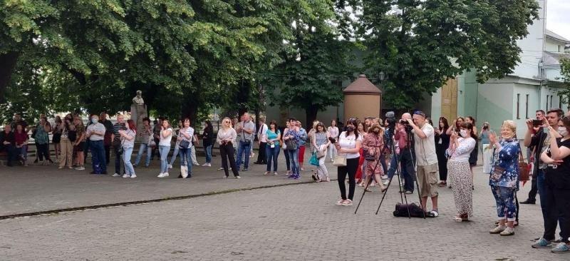 В Ужгороді музиканти симфонічного оркестру влаштували концерт просто неба (ФОТО, ВІДЕО), фото-1
