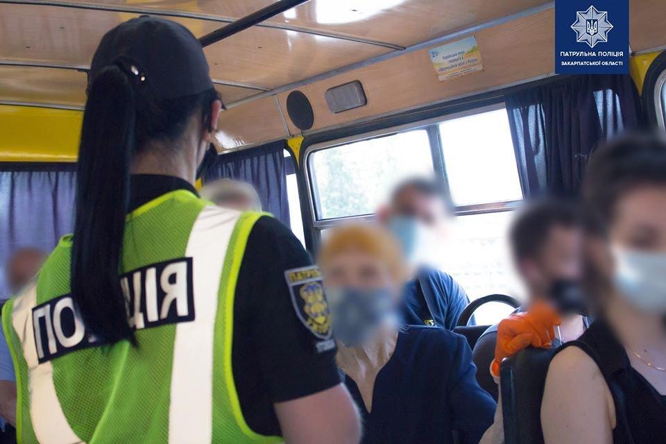Правоохоронці перевіряють дотримання карантину перевізниками в Ужгороді (ФОТО), фото-1