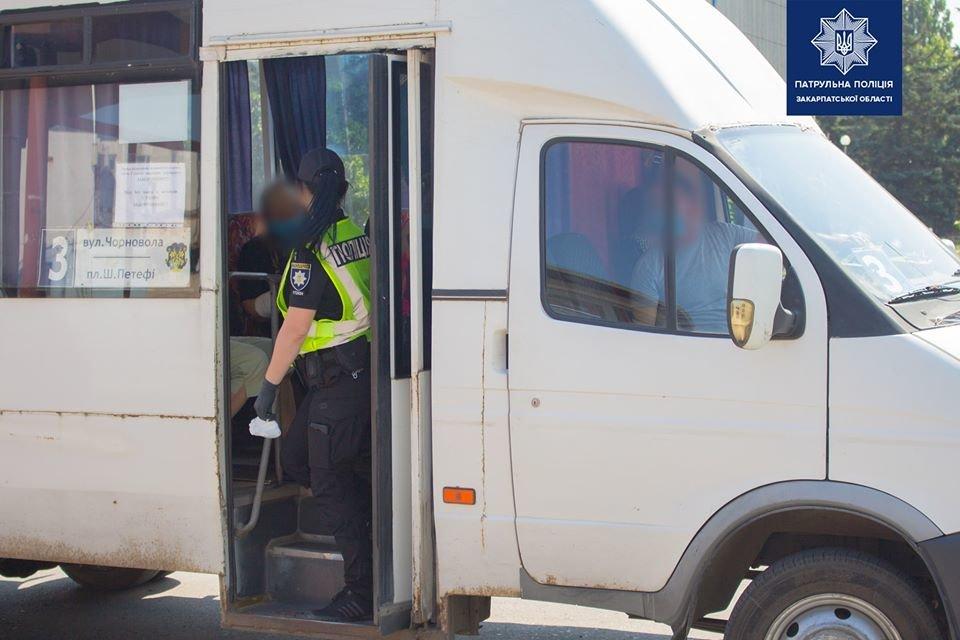 Правоохоронці перевіряють дотримання карантину перевізниками в Ужгороді (ФОТО), фото-2