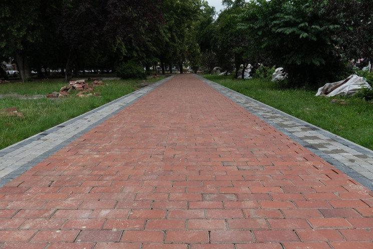 В Ужгороді на площі Петефі триває ремонт: облаштовують пішохідну зону (ФОТОФАКТ), фото-3