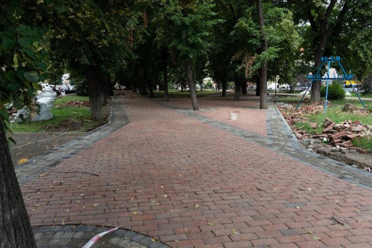В Ужгороді на площі Петефі триває ремонт: облаштовують пішохідну зону (ФОТОФАКТ), фото-1