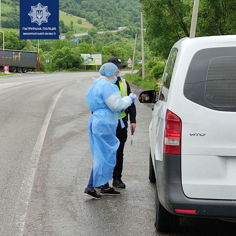 На в'їзді у Закарпаття медики перевіряють температуру у водіїв і пасажирів (ФОТО), фото-1