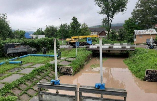 Регіон готується до паводку: на Закарпатті на Тисі монтують насосні станції (ФОТО), фото-1