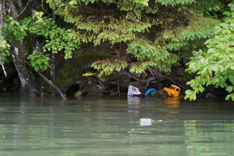 На Закарпатті береги водосховища потопають у смітті (ФОТО), фото-3