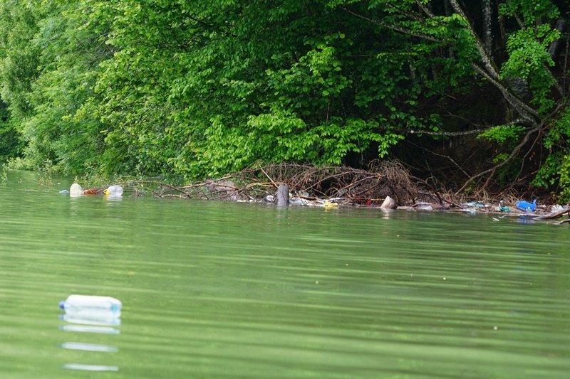 На Закарпатті береги водосховища потопають у смітті (ФОТО), фото-4