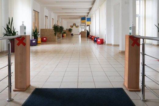 Антисептики, маски, термометри: в Ужгороді всі пункти тестування готові до проведення ЗНО (ФОТО), фото-1