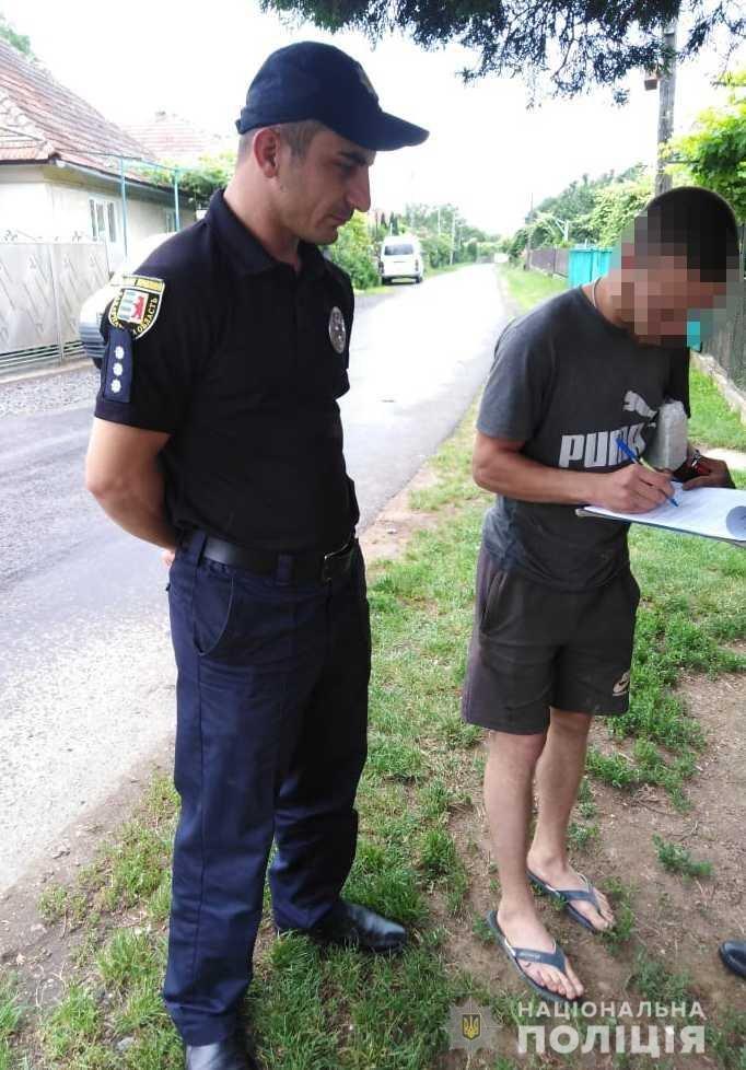Закарпатські правоохоронці  розшукали двох юнаків, які нищили автівки служби таксі (ФОТО), фото-1