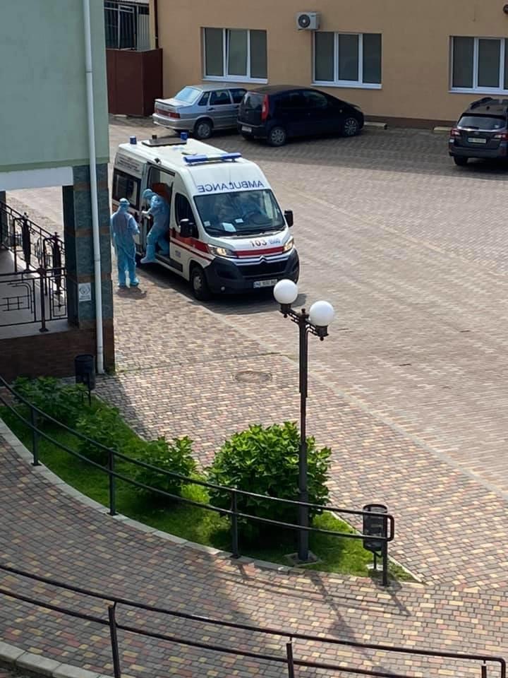 """""""Важко дихати, рухатися, а треба надавати допомогу"""" : закарпатська лікарка розповіла про роботу з хворими на COVID-19 (ФОТО), фото-10"""