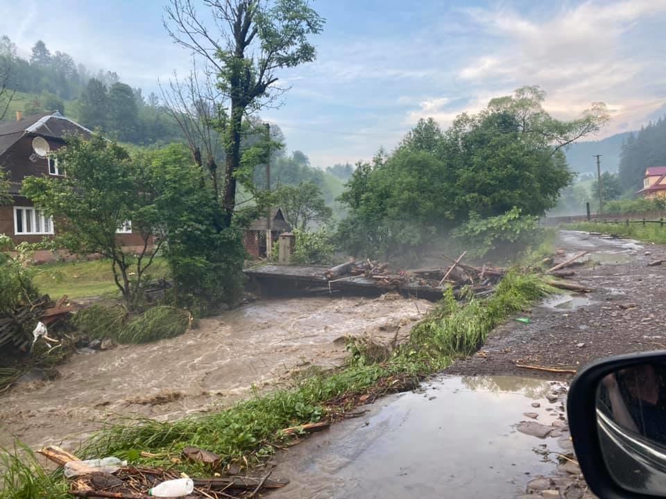 Зруйнувано будинки, автодороги та мости: шокуючі фото наслідків негоди на Закарпатті (ФОТО), фото-8