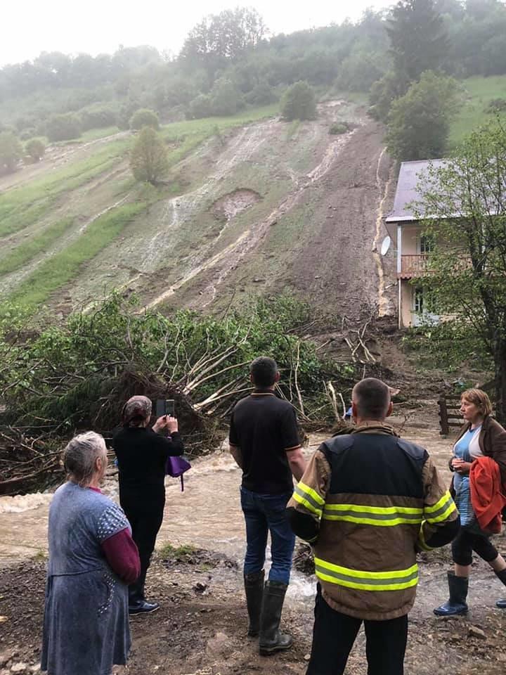 Зруйнувано будинки, автодороги та мости: шокуючі фото наслідків негоди на Закарпатті (ФОТО), фото-13