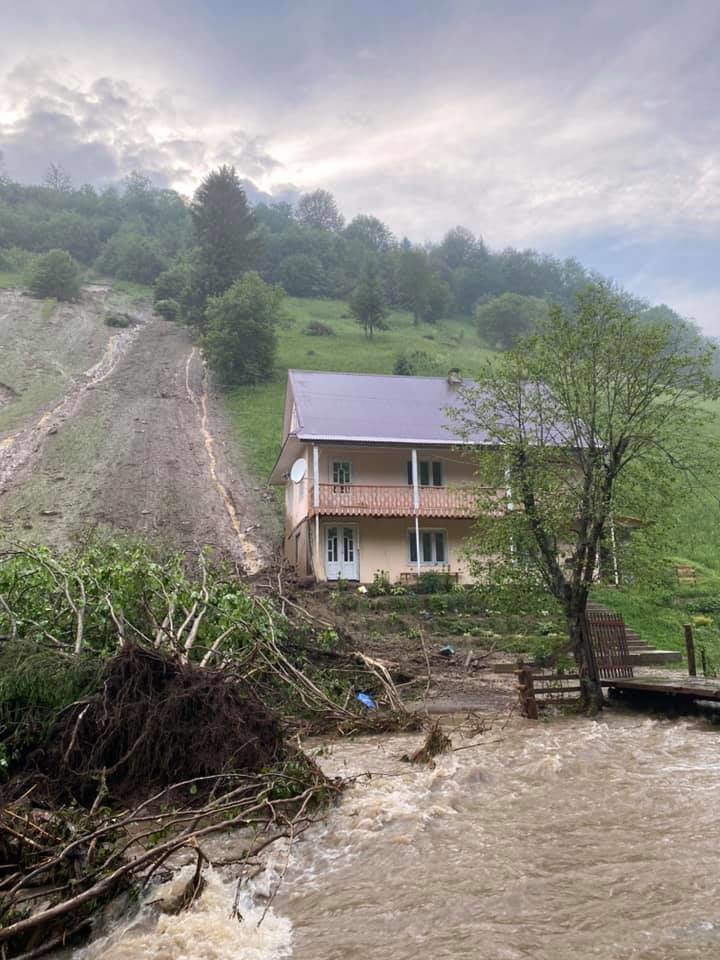 Зруйнувано будинки, автодороги та мости: шокуючі фото наслідків негоди на Закарпатті (ФОТО), фото-1