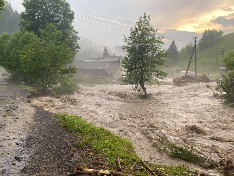 Зруйнувано будинки, автодороги та мости: шокуючі фото наслідків негоди на Закарпатті (ФОТО), фото-6