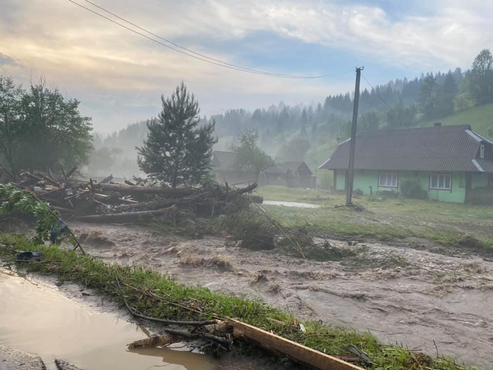 Зруйнувано будинки, автодороги та мости: шокуючі фото наслідків негоди на Закарпатті (ФОТО), фото-7