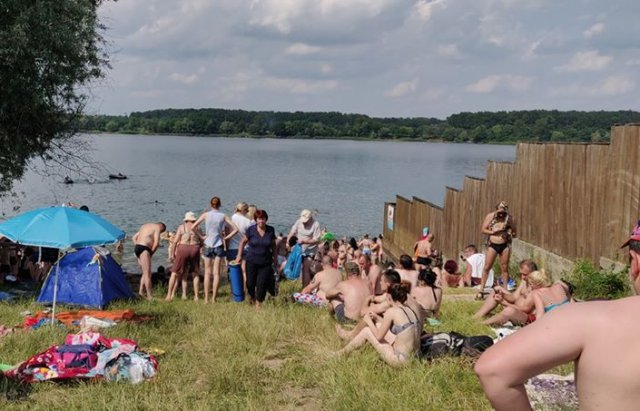 Карантин у розпалі: у мережі обговорюють фото переповненого закарпатського пляжу (ФОТО), фото-1