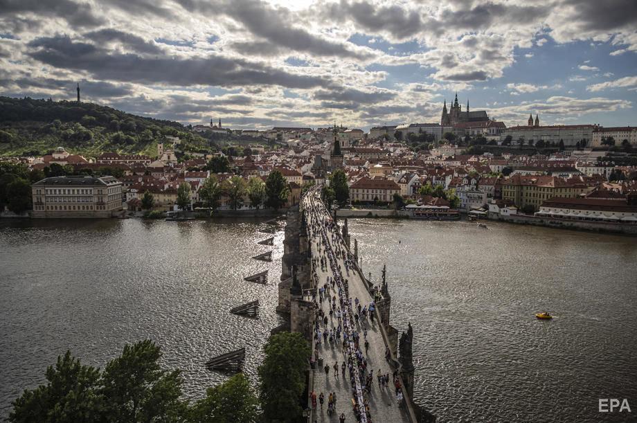Застілля на 500 метрів: у Празі відсвяткували завершення карантину рекордним гулянням (ФОТО), фото-3