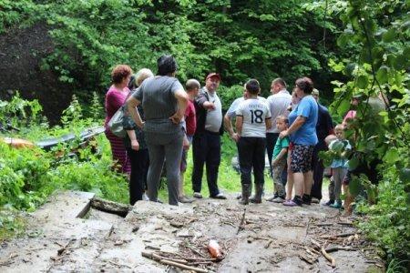 На Закарпатті гірська річка пошкодила бетонний міст (ФОТО), фото-1