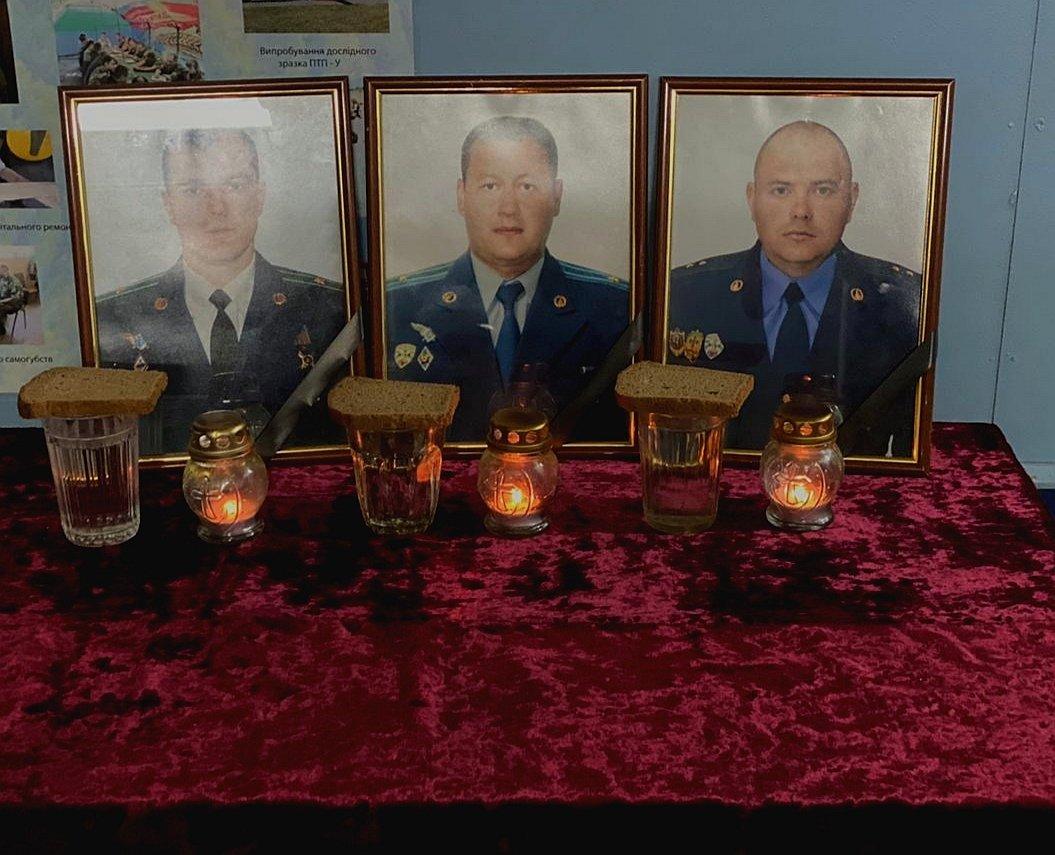 Прикордонники вшанували пам'ять екіпажа літака, який розбився в горах Закарпаття (ФОТО), фото-1