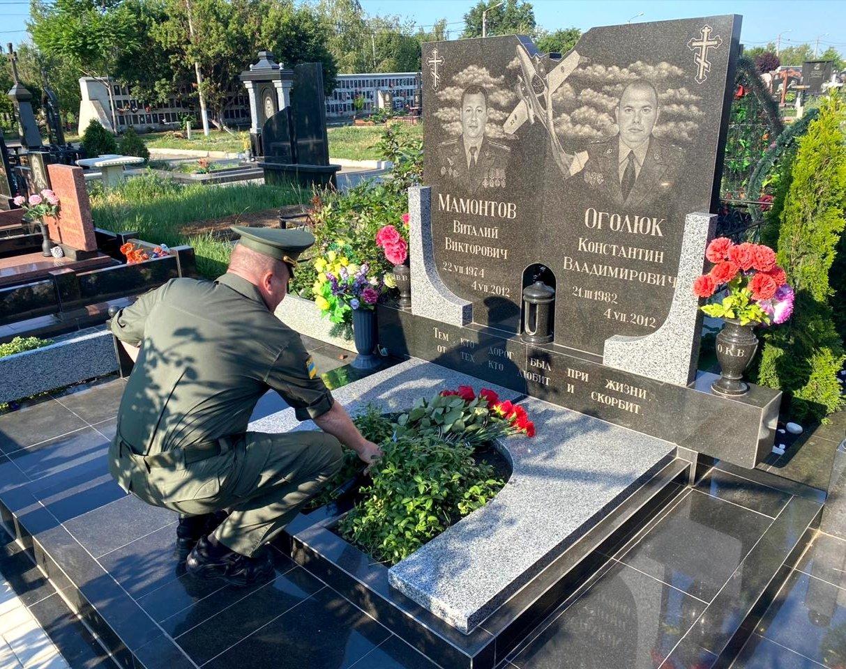 Прикордонники вшанували пам'ять екіпажа літака, який розбився в горах Закарпаття (ФОТО), фото-3