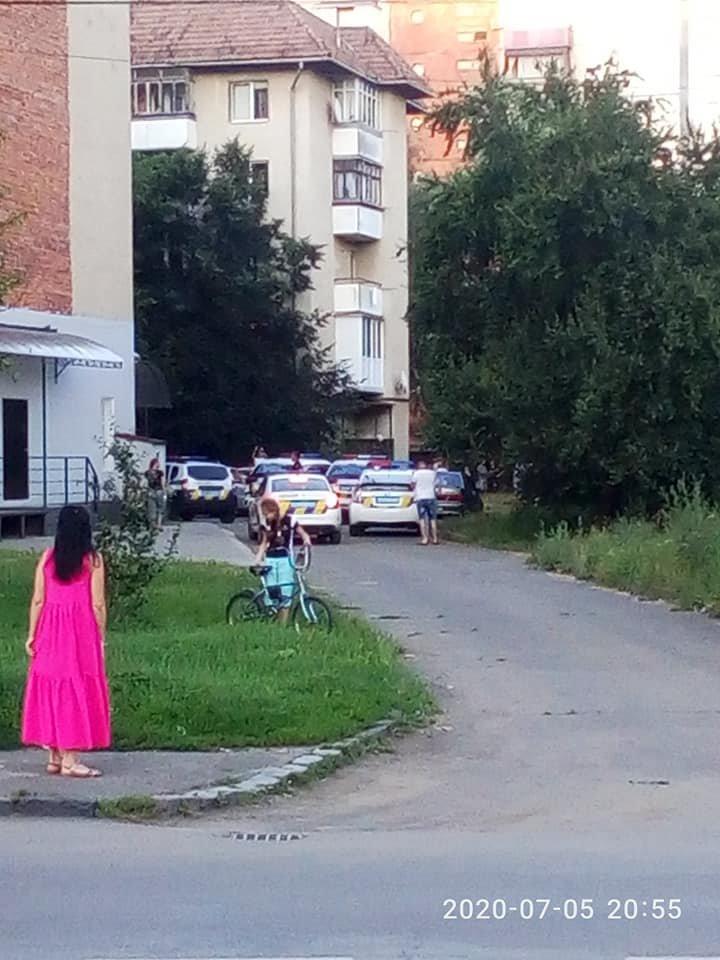 Мешканець Ужгорода наніс сам собі ножові поранення: деталі вчорашнього випадку у мкр. Шахта, фото-1