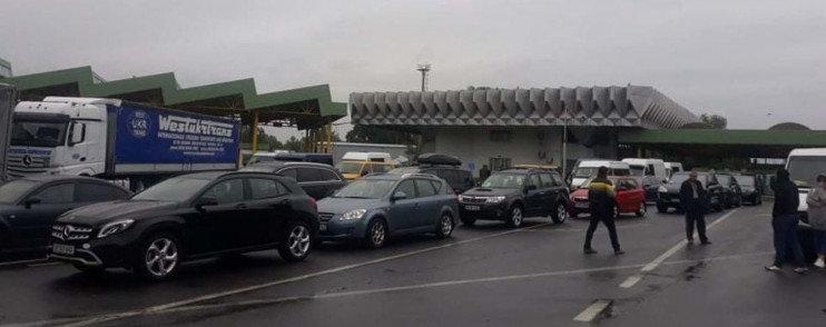 До уваги водіїв: на українсько-угорському кордоні черга, фото-1