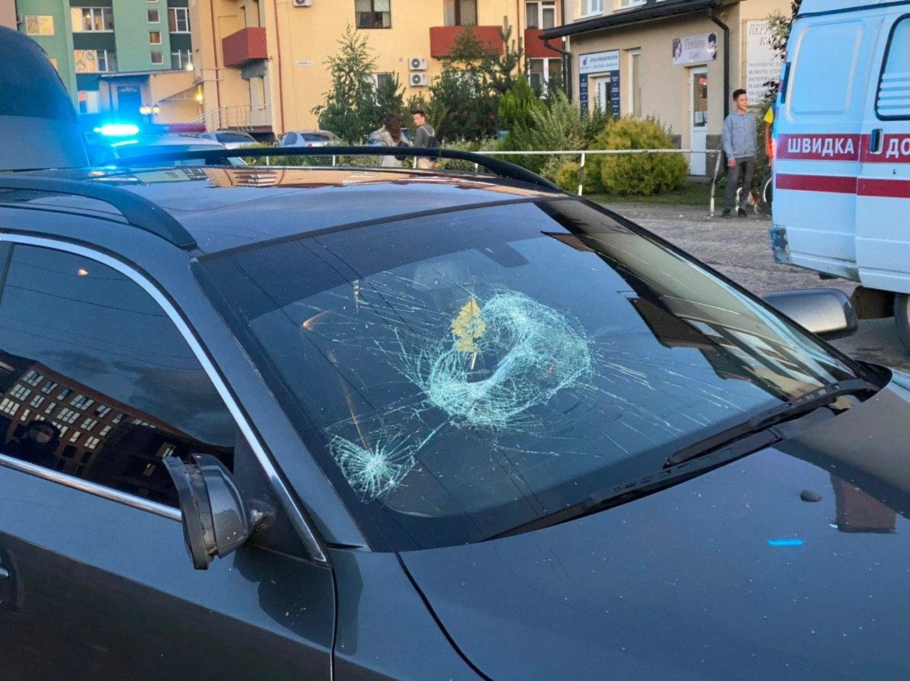 Стрілянина в Ужгороді: двоє людей поранені, нападника розшукує поліція (ФОТО), фото-2