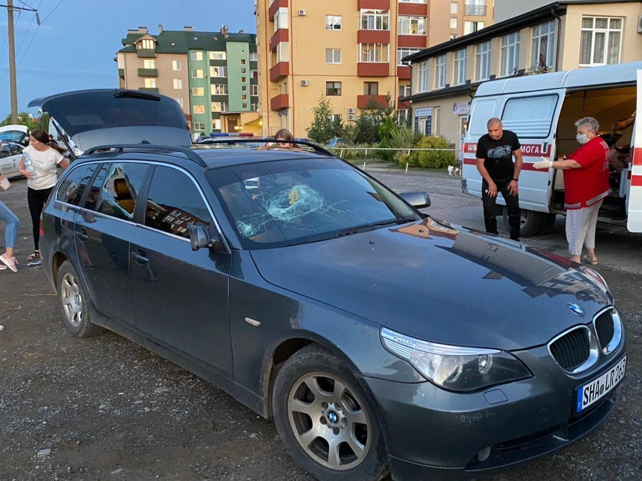 Стрілянина в Ужгороді: двоє людей поранені, нападника розшукує поліція (ФОТО), фото-4