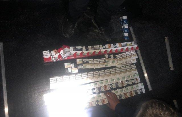 """Запакований цигарками Mercedes зловили на КПП """"Дякове"""" (ФОТО), фото-1"""