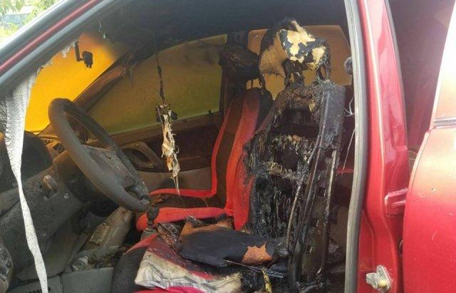 На Закарпатті згорів автомобіль «Lada Kalina»: зайнявся прямо біля будинку (ФОТО), фото-2