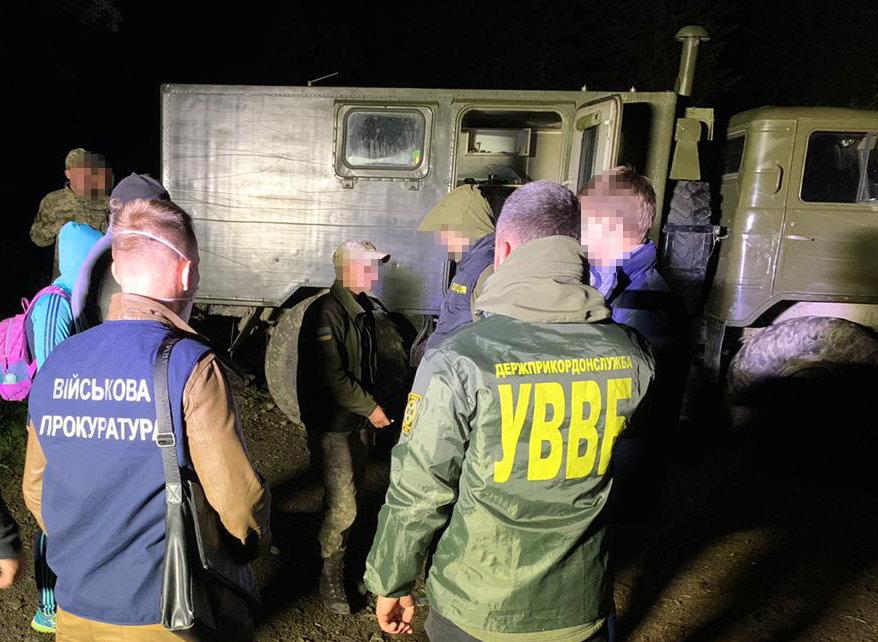 На Закарпатті затримали строковика за поширення конфіденційної інформації контрабандистам , фото-1