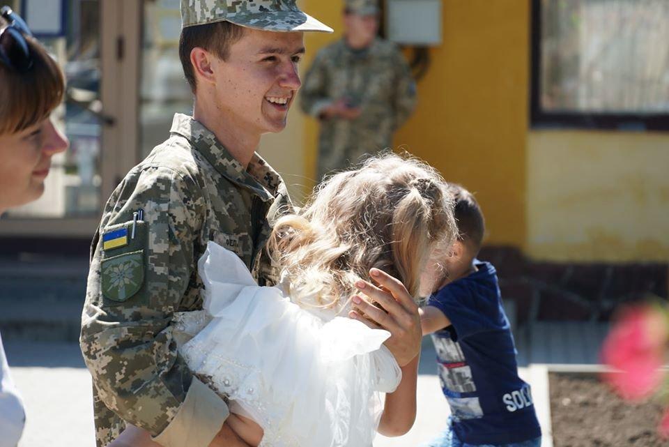 В Ужгороді вітали з поверненням бійців 128-ї окремої гірсько-штурмової Закарпатської бригади (ФОТО), фото-1