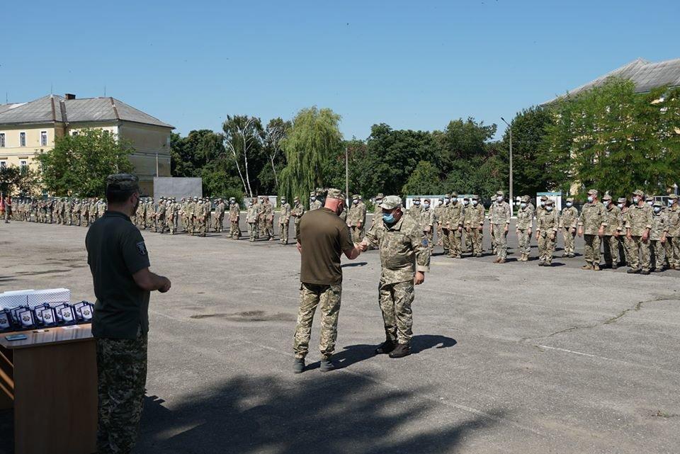 В Ужгороді вітали з поверненням бійців 128-ї окремої гірсько-штурмової Закарпатської бригади (ФОТО), фото-5