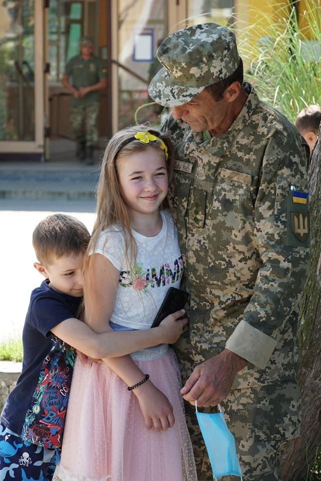 В Ужгороді вітали з поверненням бійців 128-ї окремої гірсько-штурмової Закарпатської бригади (ФОТО), фото-9