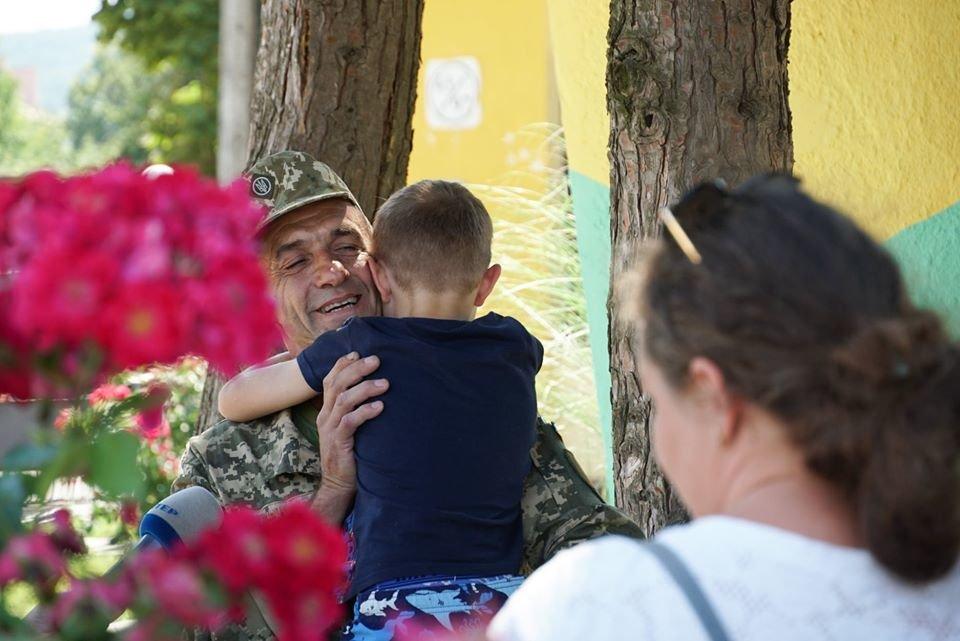 В Ужгороді вітали з поверненням бійців 128-ї окремої гірсько-штурмової Закарпатської бригади (ФОТО), фото-8