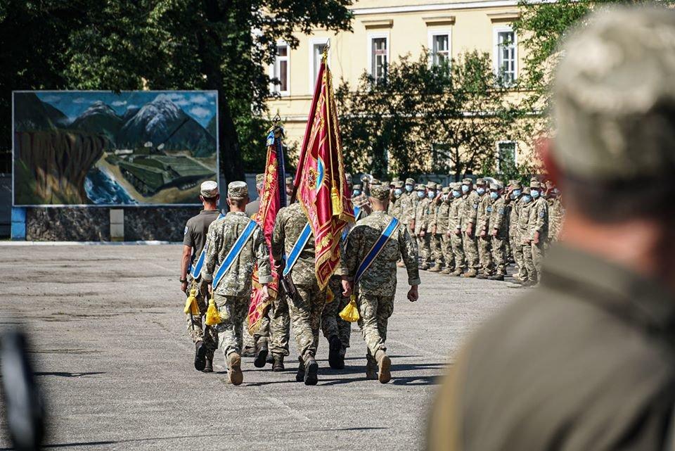 В Ужгороді вітали з поверненням бійців 128-ї окремої гірсько-штурмової Закарпатської бригади (ФОТО), фото-10