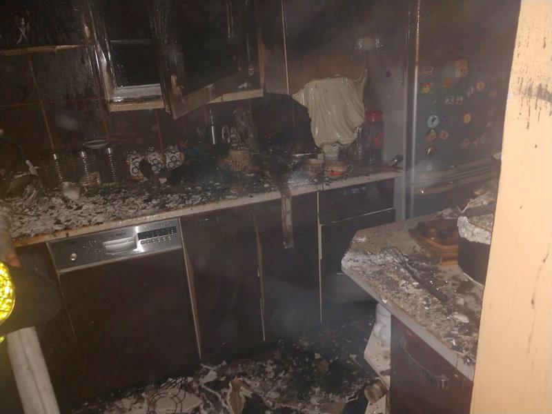 Знепритомнів: вогнеборці врятували 68-річного закарпатця, який потрапив у вогняну пастку (ФОТО), фото-3