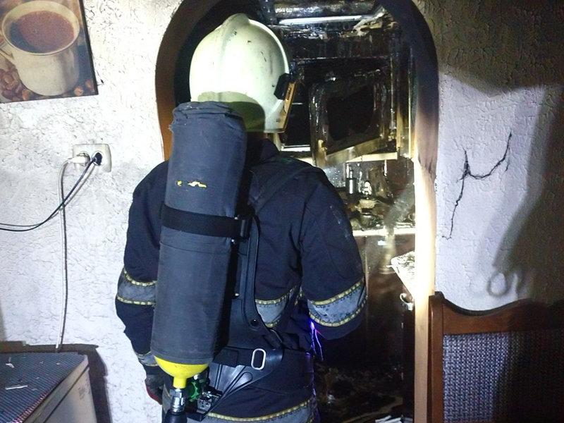 Знепритомнів: вогнеборці врятували 68-річного закарпатця, який потрапив у вогняну пастку (ФОТО), фото-1