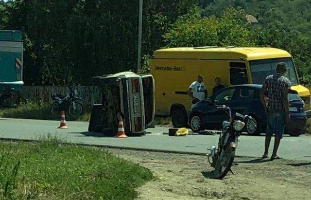 В Мукачеві зіткнулись дві автівки, постраждала малолітня дитина (ФОТО), фото-3