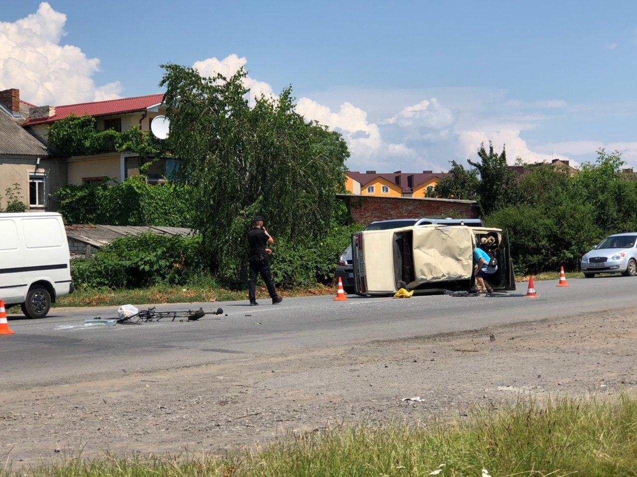 В Мукачеві зіткнулись дві автівки, постраждала малолітня дитина (ФОТО), фото-1