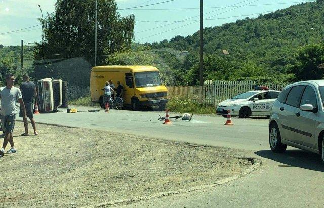 В Мукачеві зіткнулись дві автівки, постраждала малолітня дитина (ФОТО), фото-2