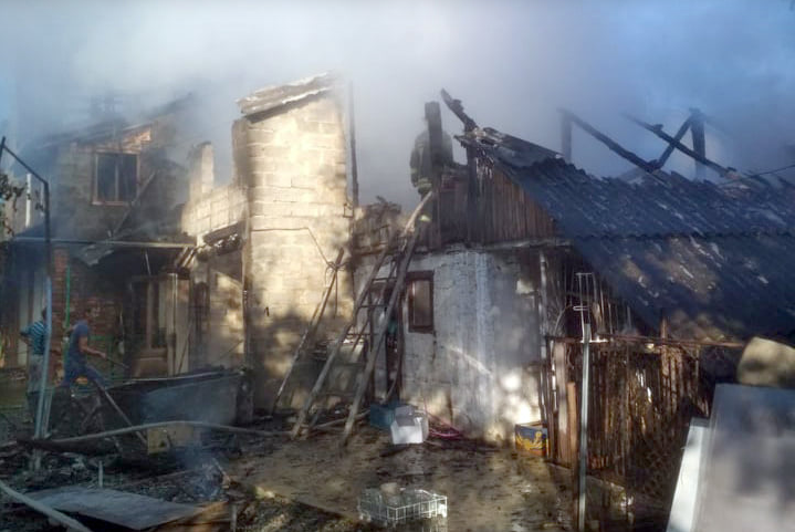 Багатодітна родина залишилась без даху над головою: на Закарпатті трапилась трагічна пожежа (ФОТО), фото-3