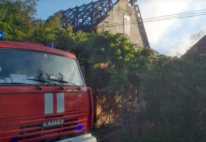 Багатодітна родина залишилась без даху над головою: на Закарпатті трапилась трагічна пожежа (ФОТО), фото-2