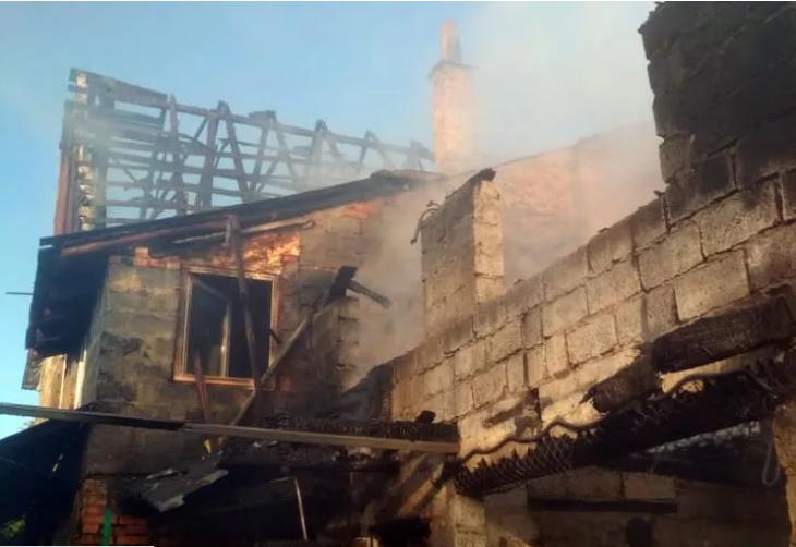 Багатодітна родина залишилась без даху над головою: на Закарпатті трапилась трагічна пожежа (ФОТО), фото-1