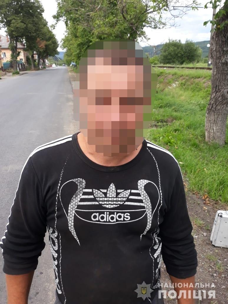 На Закарпатті затримали чоловіка, який транспортував зброю, фото-1