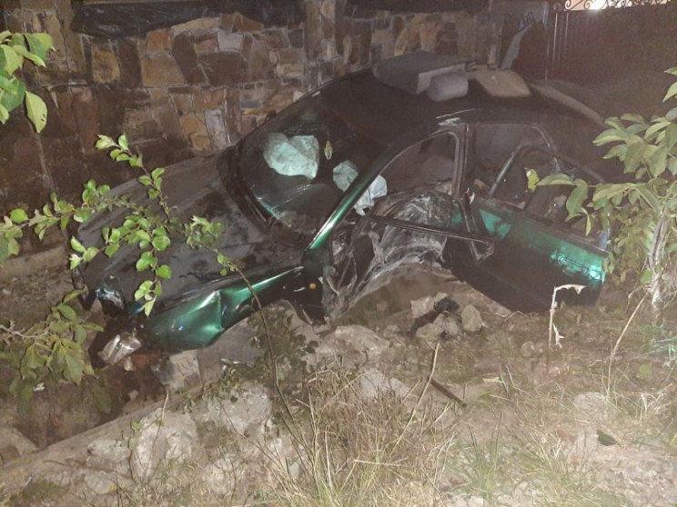 ДТП на Виноградівщині: водія затисло в салоні автівки, фото-1