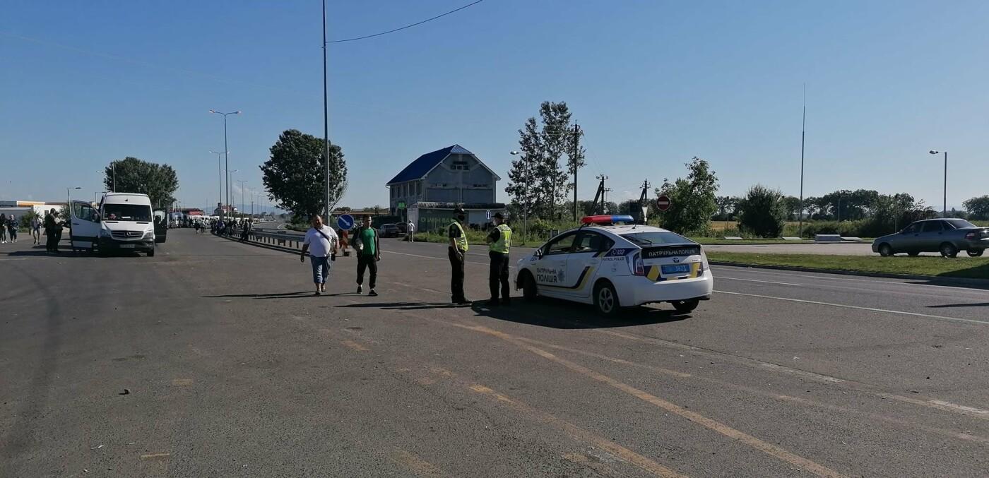 "Люди на КПП ""Тиса"" чекають по 18 годин: вступили в силу нові правила в'їзду в Угорщину (ФОТО), фото-2"