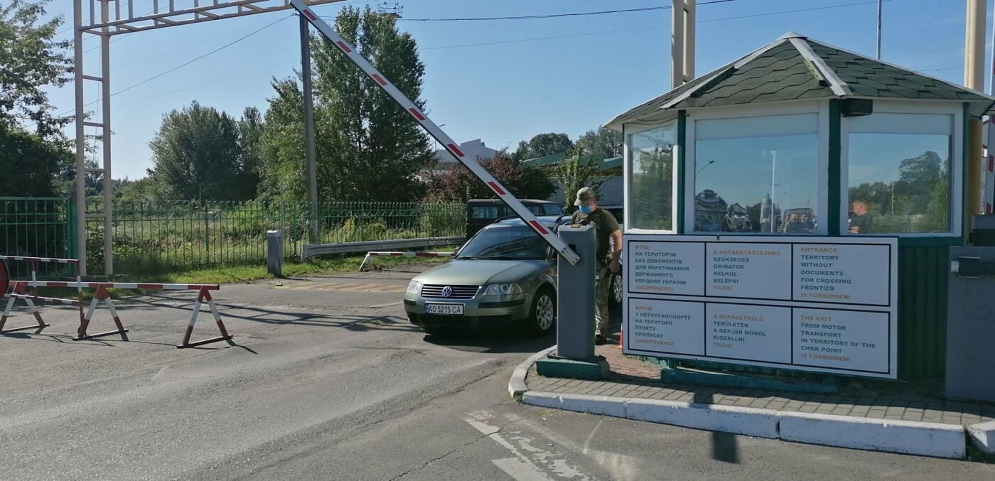 "Люди на КПП ""Тиса"" чекають по 18 годин: вступили в силу нові правила в'їзду в Угорщину (ФОТО), фото-1"