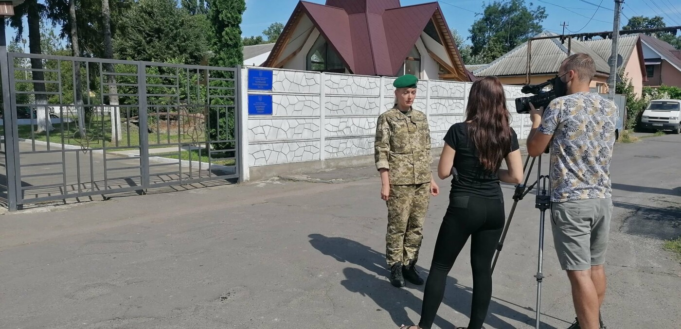 "Люди на КПП ""Тиса"" чекають по 18 годин: вступили в силу нові правила в'їзду в Угорщину (ФОТО), фото-4"