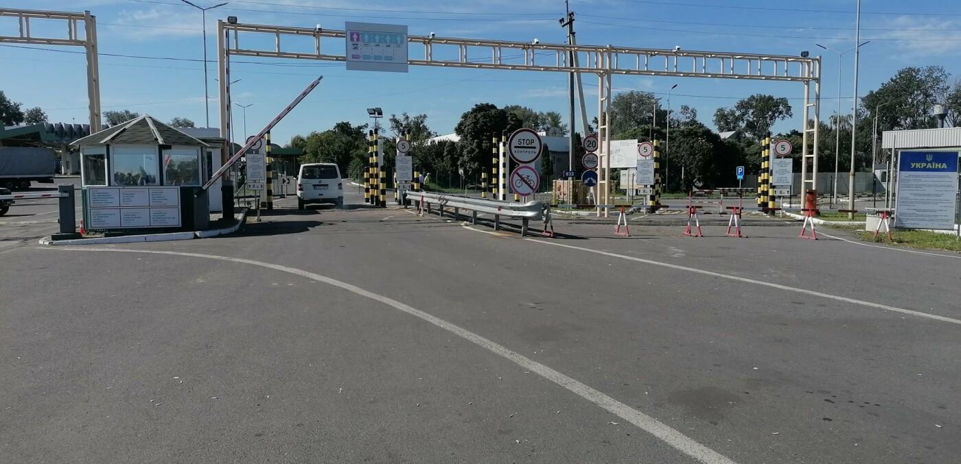 "Люди на КПП ""Тиса"" чекають по 18 годин: вступили в силу нові правила в'їзду в Угорщину (ФОТО), фото-3"