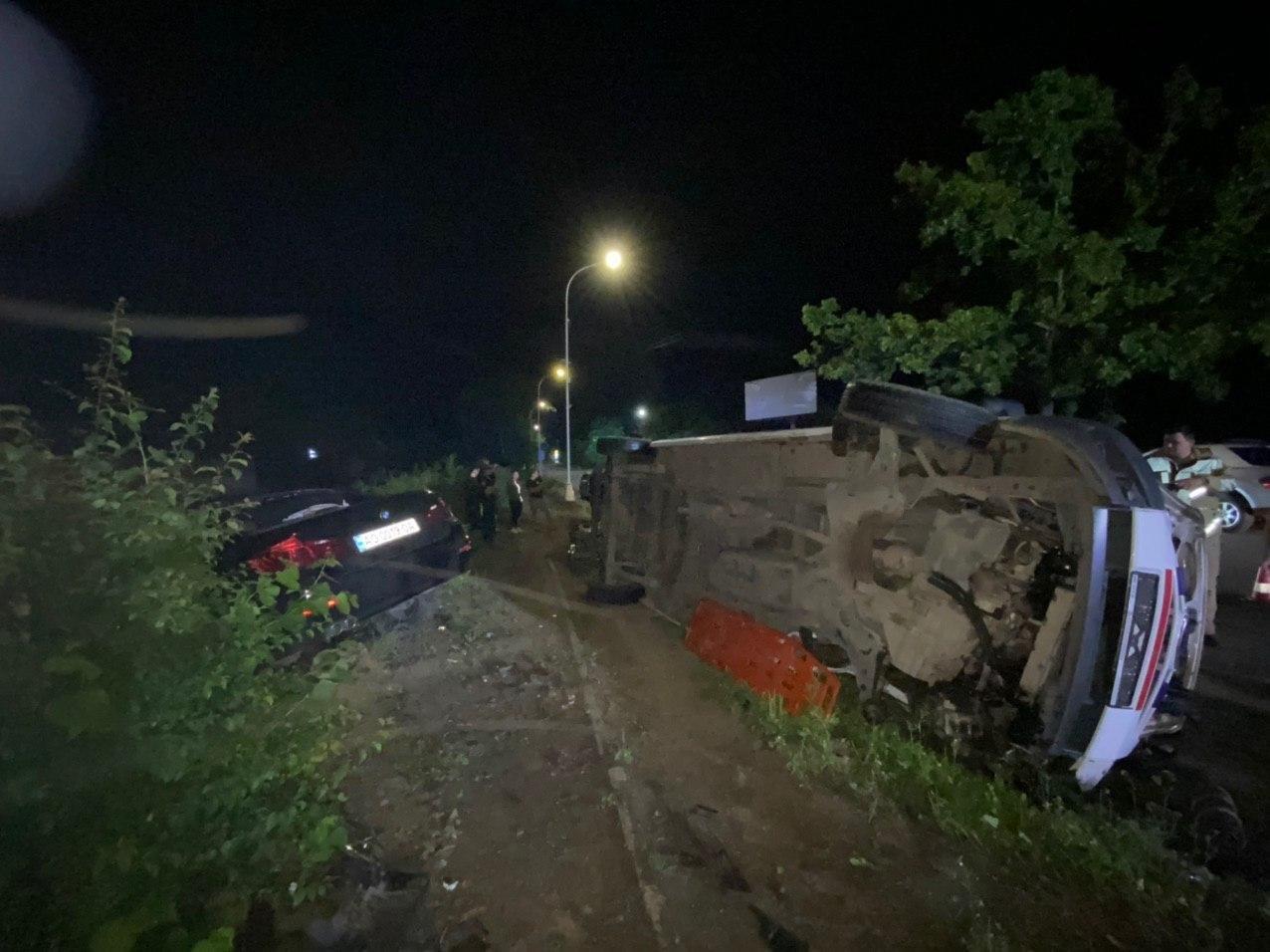 Автотроща в Ужгороді: BMW влетіла у  карету швидкої - 5 потерпілих - ЗМІ (ФОТО,ВІДЕО), фото-2