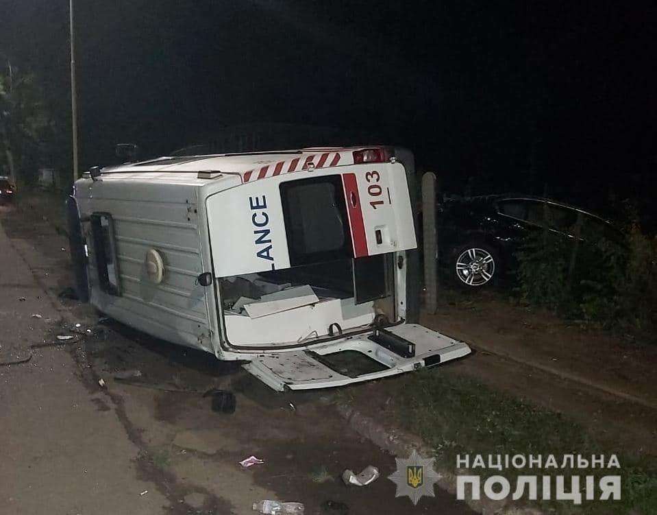 Водій «BMW» виїхав на зустрічну смугу: деталі нічної автотрощі в Ужгороді від поліції (ФОТО), фото-2